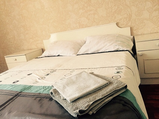 2-комнатная квартира посуточно в Киеве. Святошинский район, ул. Горького, 5б. Фото 1