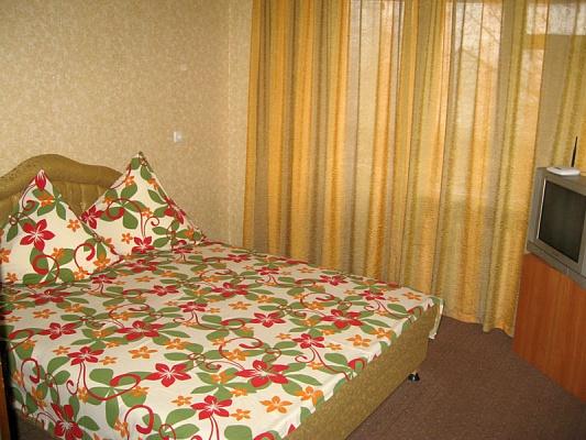 2-комнатная квартира посуточно в Запорожье. Ленинский район, б-р Винтера, 42. Фото 1