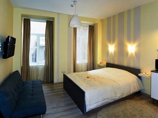 1-комнатная квартира посуточно в Львове. Галицкий район, пл. Рынок, 35. Фото 1