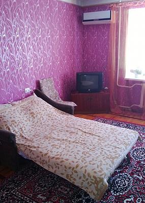 2-комнатная квартира посуточно в Бердянске. ул. Розы Люксембург, 50. Фото 1