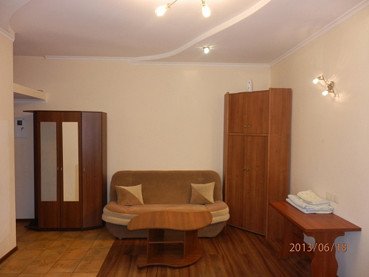 1-комнатная квартира посуточно в Полтаве. Октябрьский район, ул. Конституция, 3. Фото 1