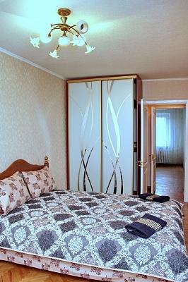 3-комнатная квартира посуточно в Днепропетровске. Кировский район, ул. Героев Сталинграда, 10г. Фото 1