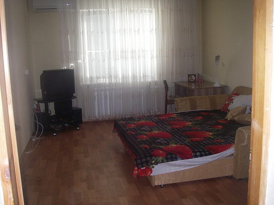 1-комнатная квартира посуточно в Киеве. Деснянский район, ул. Бальзака, 55В. Фото 1