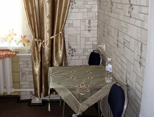 2-комнатная квартира посуточно в Днепропетровске. Амур-Нижнеднепровский район, пр-т Правды, 89. Фото 1