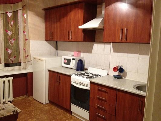 2-комнатная квартира посуточно в Луганске. Ленинский район, пл. Героев ВОВ, 1. Фото 1