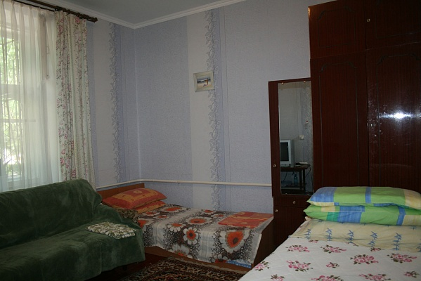 1-комнатная квартира посуточно в Евпатории. ул. Кирова, 9. Фото 1