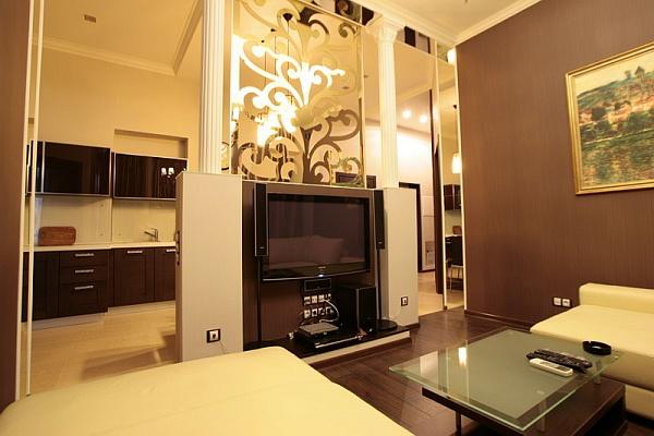 3-комнатная квартира посуточно в Киеве. Печерский район, ул. Лютеранская, 6. Фото 1