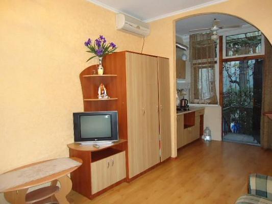 1-комнатная квартира посуточно в Ялте. ул. Боткинская, 6. Фото 1