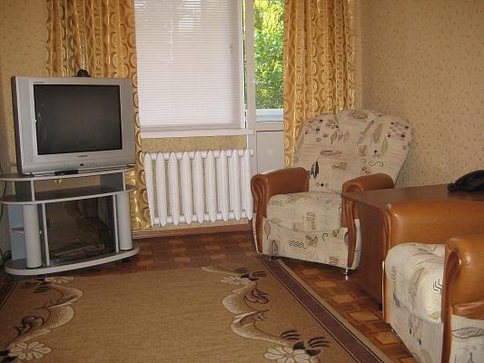2-комнатная квартира посуточно в Херсоне. Днепровский район, пр-т Ушакова, 30. Фото 1