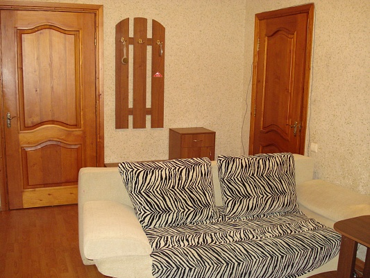2-комнатная квартира посуточно в Бердянске. ул. Ленина, 24. Фото 1