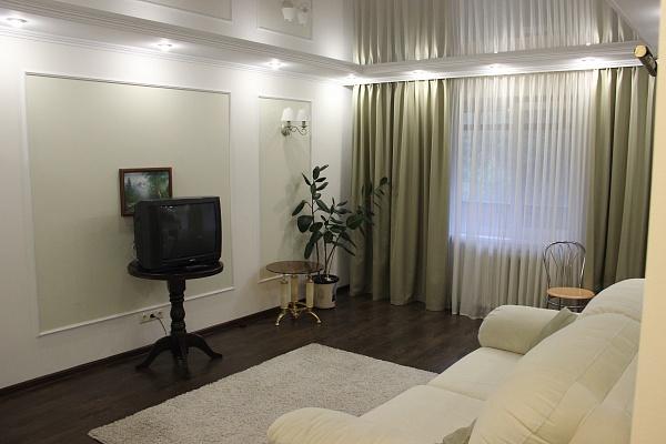 1-комнатная квартира посуточно в Днепропетровске. Октябрьский район, пр-т Гагарина, 5. Фото 1