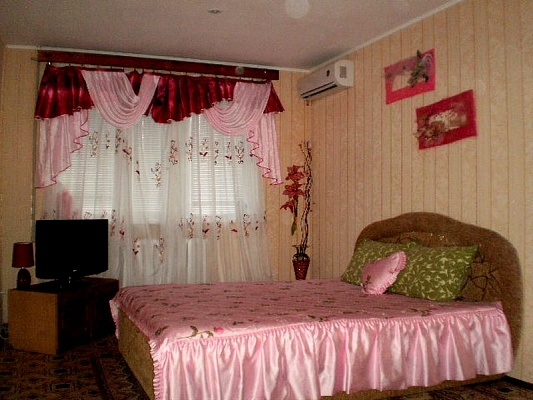 1-комнатная квартира посуточно в Полтаве. Киевский район, ул. Октябрьская, 78. Фото 1