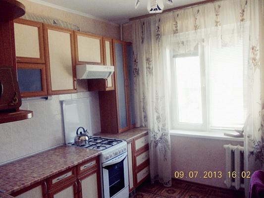 2-комнатная квартира посуточно в Южном. пр-т Ленина, 26. Фото 1
