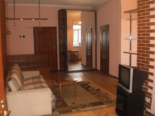 2-комнатная квартира посуточно в Киеве. Печерский район, ул. Саксаганского, 12. Фото 1