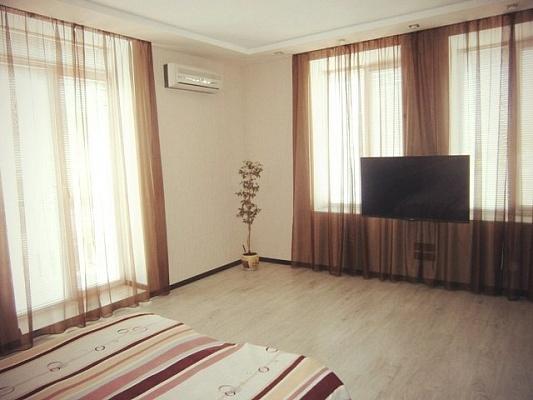 2-комнатная квартира посуточно в Бердянске. пр-т Ленина, 33. Фото 1