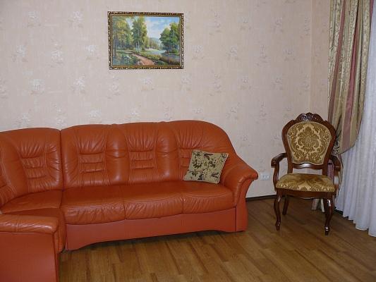 2-комнатная квартира посуточно в Чернигове. Деснянский район, ул. Рокоссовского. Фото 1