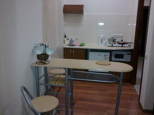 2-комнатная квартира посуточно в Алуште. ул. Багликова, 21. Фото 1