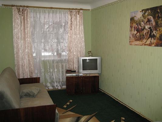 1-комнатная квартира посуточно в Сумах. Ковпаковский район, пр-т Шевченка, 12. Фото 1