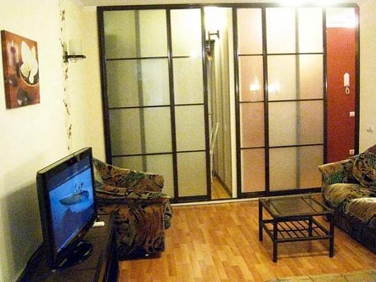 1-комнатная квартира посуточно в Киеве. Подольский район, ул. Хорива, 50. Фото 1