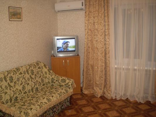 1-комнатная квартира посуточно в Евпатории. ул. Фрунзе, 28А. Фото 1