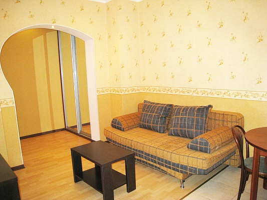 2-комнатная квартира посуточно в Донецке. Ворошиловский район, ул. Постышева, 122. Фото 1