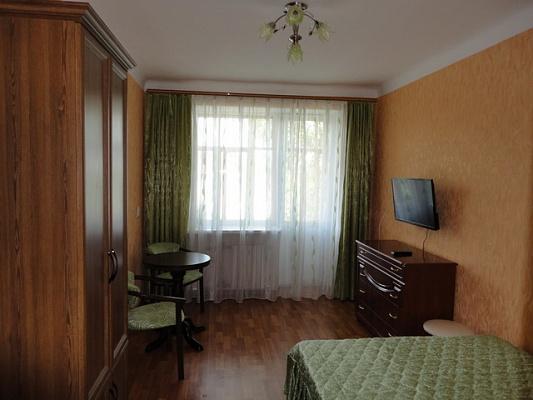 2-комнатная квартира посуточно в Севастополе. Ленинский район, ул. Адмирала Октябрьского, 16. Фото 1