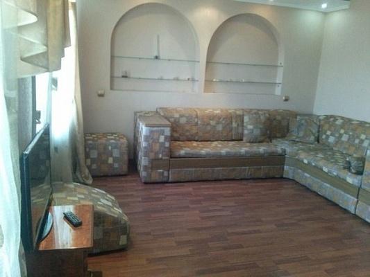 2-комнатная квартира посуточно в Мариуполе. пр-т Строителей, 161А. Фото 1