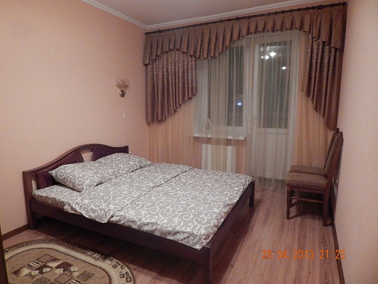 2-комнатная квартира посуточно в Луцке. ул. Зацепы, 3-ж. Фото 1