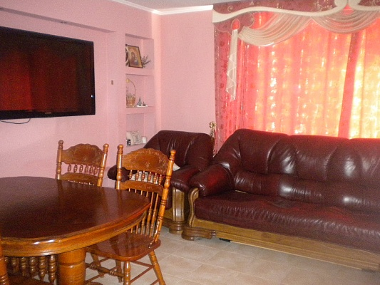 3-комнатная квартира посуточно в Виннице. Ленинский район, ул. Ак. Ющенко, 8. Фото 1