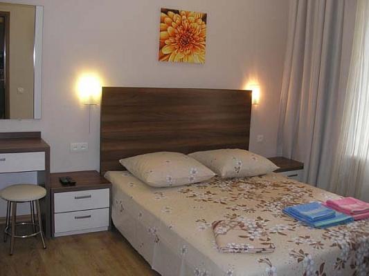 2-комнатная квартира посуточно в Одессе. Приморский район, ул. Нежинская, 55. Фото 1