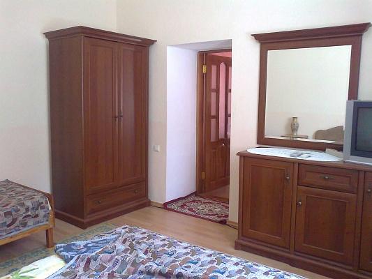 1-комнатная квартира посуточно в Евпатории. ул. Караимская, 43. Фото 1