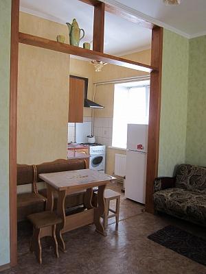 1-комнатная квартира посуточно в Евпатории. ул. Тучина, 6. Фото 1