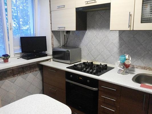 2-комнатная квартира посуточно в Ильичёвске. Пригород район, Гайдара, 12. Фото 1