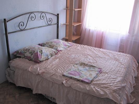 2-комнатная квартира посуточно в Днепропетровске. Амур-Нижнеднепровский район, Донецкое шоссе, 124. Фото 1
