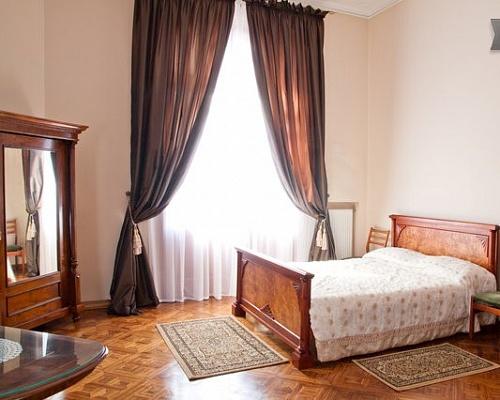 2-комнатная квартира посуточно в Львове. Галицкий район, пл. Соборная, 2. Фото 1