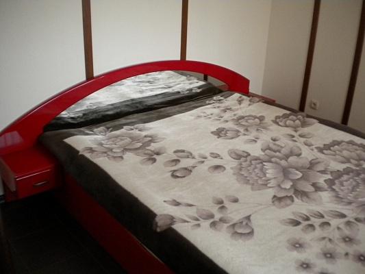 2-комнатная квартира посуточно в Симферополе. Киевский район, ул. Большевистская, 27. Фото 1