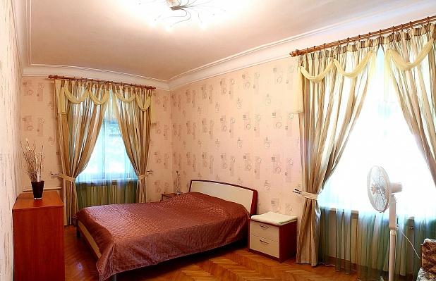 3-комнатная квартира посуточно в Севастополе. Ленинский район, ул. Генерала Петрова, 8. Фото 1
