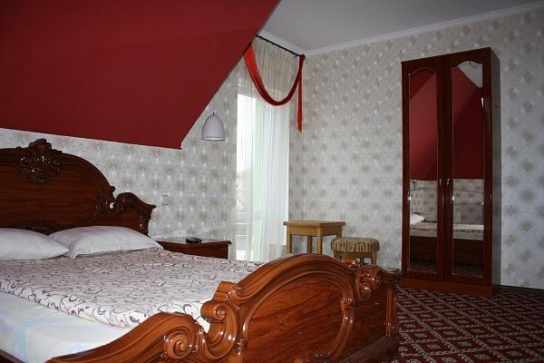 Мини-отель  посуточно в Ивано-Франковске. ул. Юности, 50. Фото 1
