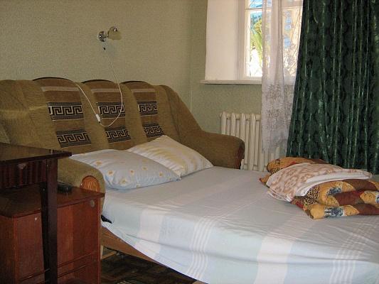 1-комнатная квартира посуточно в Одессе. Малиновский район, ул. Б. Хмельницкого, 23. Фото 1