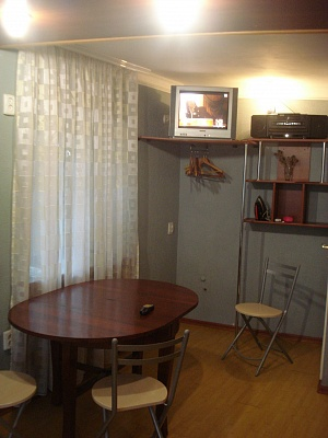1-комнатная квартира посуточно в Керчи. ул. Ленина, 24. Фото 1