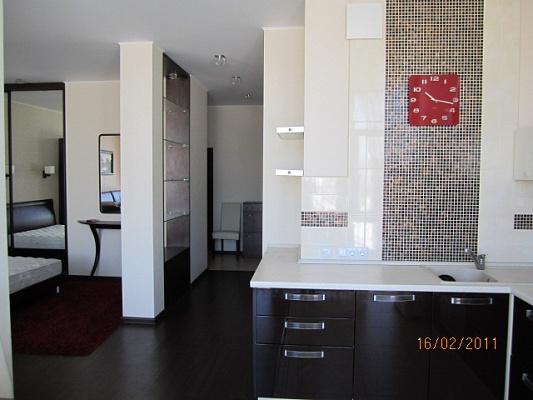 1-комнатная квартира посуточно в Киеве. Оболонский район, пр-т Героев Сталинграда, 2 г. Фото 1