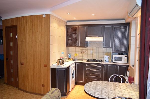 2-комнатная квартира посуточно в Никополе. ул. Каштановая , 56. Фото 1