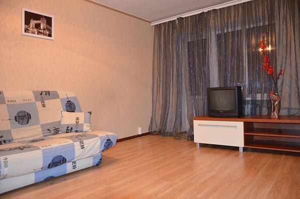 1-комнатная квартира посуточно в Донецке. Киевский район, ул. Артема, 120. Фото 1