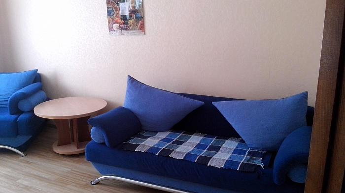 2-комнатная квартира посуточно в Симферополе. Киевский район, ул. Киевская, 163. Фото 1