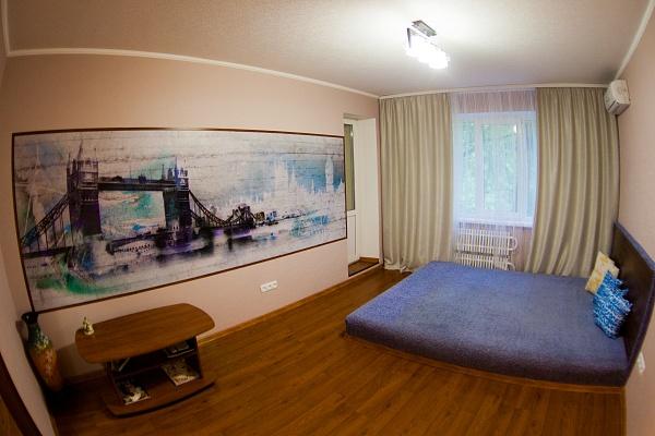 3-комнатная квартира посуточно в Луганске. Октябрьский  район, ул. Осипенко, 6. Фото 1