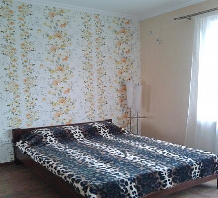 1-комнатная квартира посуточно в Бердянске. ул. Роза-Люксембург, 49 -4. Фото 1