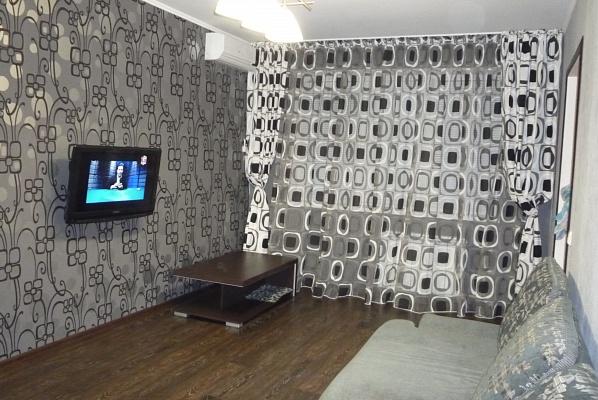 2-комнатная квартира посуточно в Мариуполе. пр-т Строителей, 114. Фото 1