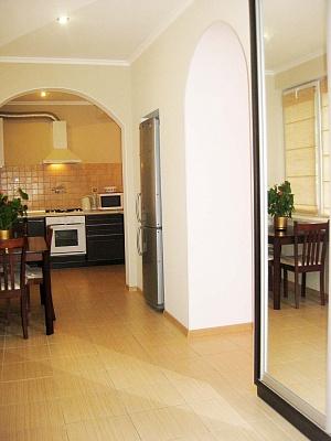 2-комнатная квартира посуточно в Ялте. ул. Красноармейская, 19. Фото 1