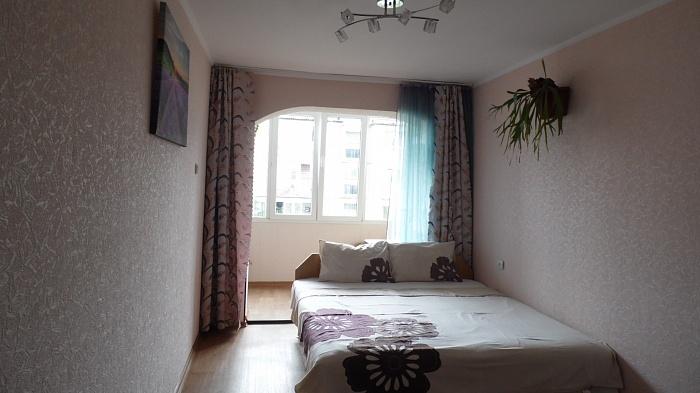 2-комнатная квартира посуточно в Алуште. ул. Ялтинская, 1. Фото 1