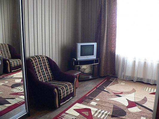 2-комнатная квартира посуточно в Умани. ул. Комарова , 27. Фото 1